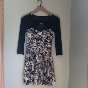 Quarter sleeve lace dress
